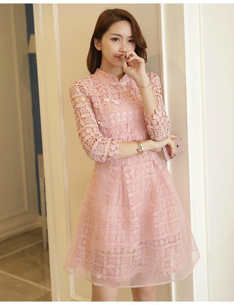 ชุดเดรสสวยๆ ผ้าถักโครเชต์สีชมพู คอจีน เดรสเข้ารูปช่วงเอว กระโปรงทรงเอ