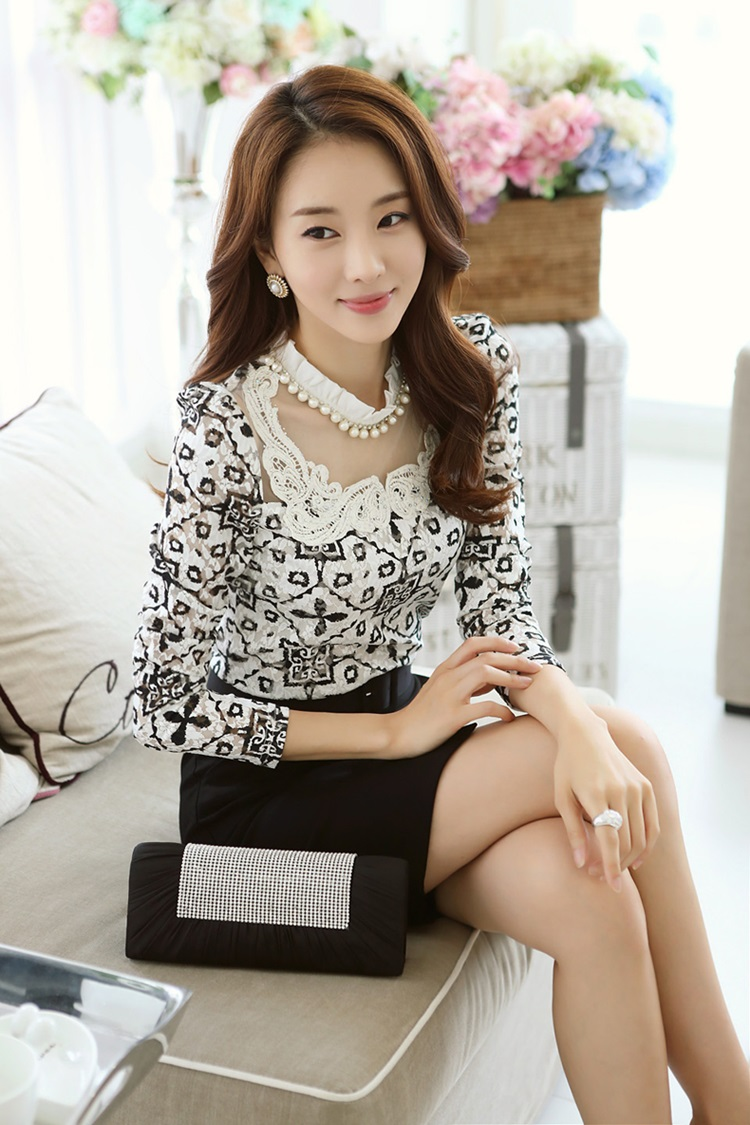 เสื้อผ้าลูกไม้ แฟชั่นเกาหลี สีขาวดำ พิมพ์ลาย ยืดหยุ่นได้ดี แขนยาว คอเสื้อแต่งด้วยมุก และคริสตรัลใส