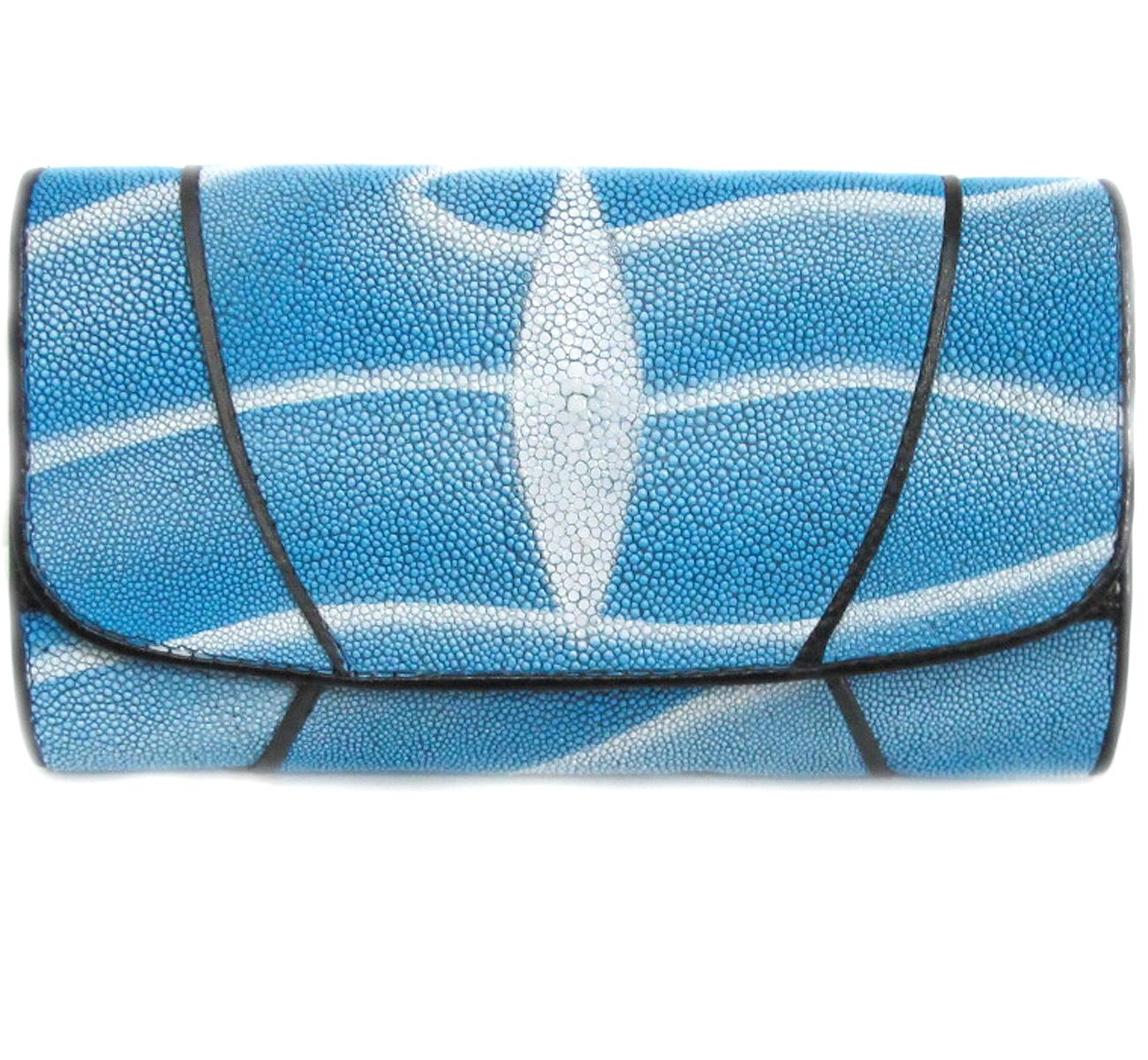 กระเป๋าสตางค์ปลากระเบน แบบ 3 พับ เม็ดใหญ่ ลวดลาย คลื่นน้ำทะเล สีฟ้าและตัวด้วยสีขาว มองแล้วทำให้รู้สึกสดใส Line id : 0853457150