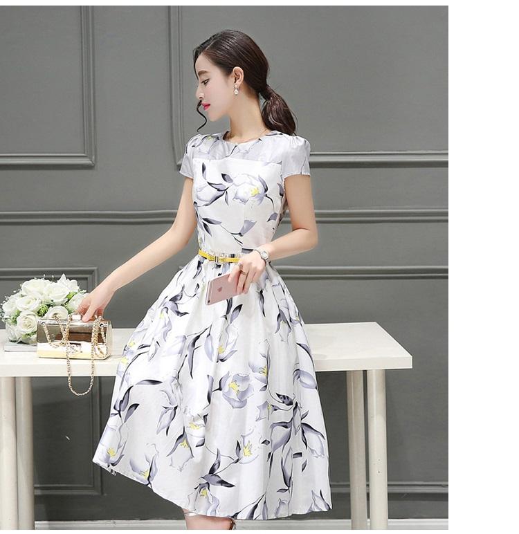 ชุดเดรสยาว ผ้าคอตตอนทอเนื้อละเอียด พื้นสีขาว ลายดอกไม้ โทนสีเทา
