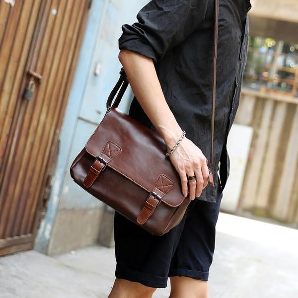 Pre-order กระเป๋าหนังสะพายข้างผู้ชาย ใส่ Tab 10 นิ้ว Messenger bag แฟขั่นเกาหลี รหัส Man-302 สีกาแฟเข้ม