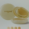La Bourse Whitening Powder Cake UV ProtectionWith Ginseng Extract + Vitamin C & E