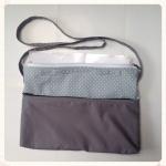 กระเป๋าใส่เอกสาร มีสายสะพาย น้ำหนักเบา สีเทากับลายจุด