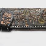 กระเป๋าสตางค์ยาว หนังวัวแท้ ลายดอกไม้ สวยงาม เป็นกระเป๋าสตางค์แบบ 2 พับ พร้อมโซ่