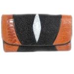 กระเป๋าสตางค์ปลากระเบน แบบ 3 พับ เม็ดใหญ่ เริดหรู ด้วยการ ประดับ หนังงูในกระเป๋าปลากกระเบน สุดเท่ห์ ในสไตน์ของคุณ Line id : 0853457150