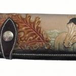 กระเป๋าสตางค์ยาว สีน้ำตาลเข้ม รูปม้าและ ช่อไม้ แบบ 2 พับ พร้อมโซ่
