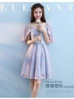 ชุดราตรีสั้นออกงาน สุดสวย ตัวเสื้อผ้าลูกไม้ลายดอกไม้สีชมพู ซับในด้วยผ้าซาตินสีฟ้า