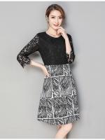 ชุดเดรสสั้น ตัวเสื้อผ้าลูกไม้เนื้อดีสีดำ แขนยาวสี่ส่วน เย็บต่อกับกระโปรงผ้าโพลีเอสเตอร์