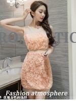 ชุดเดรสสวยๆ ตัวเสื้อผ้ารูปดอกกุหลาบสามมิติ ลายนูนออกมาจากตัวชุดสีโอรส
