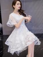 ชุดเดรสสวยๆ ผ้าไหมแก้ว organza สีขาว ทอลายเส้นดอกไม้สีขาวเล็กๆ