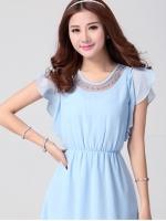 ชุดเดรสน่ารัก ผ้าชีฟอง เนื้อดี สีฟ้า ซีทรูเล็กๆที่คอเสื้อและแต่งด้วยมุกสีฟ้า และดิ้นสีเงิน