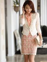 เสื้อคลุมเกาหลี Brand Solo style เสื้อคลุมแขนยาว ผ้าลูกไม้เนื้อดีสีขาว คอวี แต่งคอเสื้อด้วยผ้าถัก สีเหลือบทองประดับมุก สวยมากๆครับ (พร้อมส่ง)