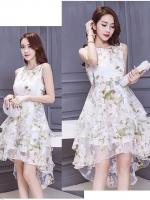 ชุดเดรสสวยๆ ผ้าไหมแก้ว organza สีขาว ทอลายเส้นดอกไม้สีขาวเล็กๆ ในเนื้อผ้า