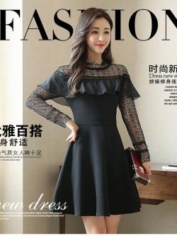 ชุดเดรสสั้น สีดำ ผ้าโพลีเอสเตอร์ผสม ช่วงไหลและแขนเสื้อเป็นผ้าถักโครเชต์