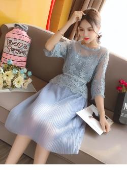 ชุดเดรสน่ารักๆ set เสื้อและเดรสสีฟ้า ตัวเสื้อด้านนอกเป็นผ้าลูกไม้ถักโครเชต์ แขนยาวสี่ส่วน ชายปล่อย