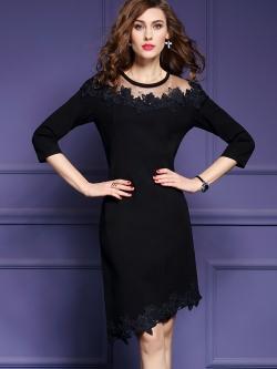 ชุดเดรสสีดำ ผ้าคอตตอนผสมโพลีเอสเตอร์เนื้อนุ่มสีดำ ช่วงไหล่เป็นผ้าโปร่งซีทรูสีดำ