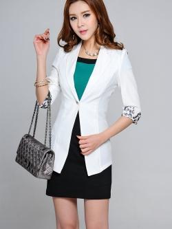 เสื้อสูททำงาน แฟชั่นเกาหลี สีขาว แขน 3 ส่วน แต่งปลายแขนเก๋ ตัวเสื้อเข้ารูป ตัวยาวคลุมสะโพก
