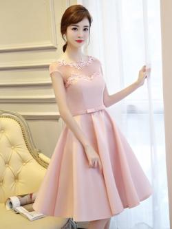 ชุดออกงานสุดหรู ผ้าไหมเนื้อดี เงาสวย สีชมพู คอเสื้อและไหล่เป็นผ้าโปร่ง 2 ชั้น