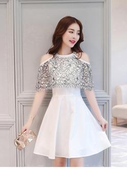 ชุดเดรสเกาหลี ผ้าโพลีเอสเตอร์ผสมสีขาว เปิดไหล่ ปิดต้นแขน