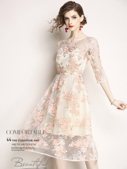 ชุดเดรสออกงาน เดรสผ้าลูกไม้ปักลายดอกไม้สีชมพู ใบไม้สีครีม งานปักสวยสุดๆ