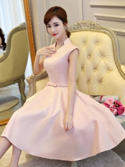 ชุดออกงานกลางคืน สุดหรู สีชมพู ผ้าไหมเนื้อดี เงาสวย คอเสื้อปกตั้้ง ไหล่บ่าล้ำ เรียบหรูดูดีครับ