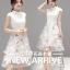 ชุดเดรสสวยๆ ตัวเสื้อผ้าลูกไม้ลายดอกไม้ สีขาวครีม คอจีน มีซิบด้านหลังลำตัว thumbnail 1