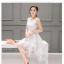 ชุดเดรสออกงาน ผ้าไหมแก้ว organza สีขาว ทอลายเส้นดอกไม้สีขาวเล็กๆ thumbnail 3