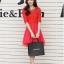 ชุดเดรสแฟชั่น สีแดง ผ้าลูกไม้อย่างดี หน้าอกเสื้อแต่งด้วยผ้าลายดอกไม้ ประดับด้วยมุก สีแดง thumbnail 1