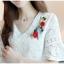 เสื้อผ้าลูกไม้ เนื้อดีเนื้อนิ่มสีขาว คอวี หน้าอกด้านซ้ายข้างคอเสื้อแต่งด้วยผ้าปักดอกไม้หลากสี thumbnail 9
