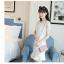 ชุดเดรสสีขาว ตัวเสื้อผ้ารูปดอกกุหลาบสามมิติ ลายนูนออกมาจากตัวชุดสีขาว thumbnail 6