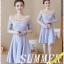 ชุดเดรสสวยๆ ตัวเสื้อผ้าลูกไม้ลายดอกไม้สีชมพู ซับในด้วยผ้าสีฟ้า แขนยาว คอวี ไหล่ป้าน thumbnail 3