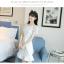 ชุดเดรสสีขาว ตัวเสื้อผ้ารูปดอกกุหลาบสามมิติ ลายนูนออกมาจากตัวชุดสีขาว thumbnail 8