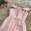 ชุดราตรีสั้น ออกงานสุดหรู ตัวชุดเป็นผ้าลูกไม้ลายตามแบบสีชมพู ดีไซน์เปิดไหล่ ปิดต้นแขน thumbnail 7