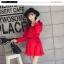 ชุดเดรสแฟชั่น ผ้าโพลีเอสเตอร์ สีแดง (เนื้อผ้าคล้ายชีฟอง แต่หนากว่าชีฟอง) thumbnail 4