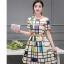 ชุดเดรสแฟชั่น ผ้าซาตินสีครีม พิมพ์ลายเส้นกราฟฟิกตามแบบ thumbnail 1