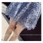 ชุดเดรสสวยๆ ผ้าถักลายดอกไม้ สีฟ้า แขนกุด คอวี เข้ารูปช่วงเอว กระโปรงทรงเอ thumbnail 7