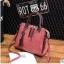 พร้อมส่ง ขายส่ง กระเป๋าถือและสะพายข้างแฟชั่นสไตล์เกาหลี รหัส KO-697 สีชมพูกะปิ 1 ใบ *แถมจี้รูปแมว thumbnail 1