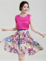 เสื้อผ้าแฟชั่น Set 2 ชิ้น/ เสื้อผ้าไหม เนื้อมันเงาสีชมพูเข้ม แขนกุด กระโปรงผ้าชีฟองชนิดด้าน พิมพ์ลายดอกไม้