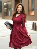 ชุดเดรสสีแดง ผ้าลูกไม้เนื้อนิ่มมากๆ แขนยาว ที่คอเสื้อ แต่งด้วยผ้าแยกออกมา