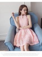 ชุดเดรสสวยๆ เดรสผ้าลายเกล็ดดอกไม้สีชมพูโอรส แขนกุด