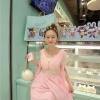 ชุดเดรสชีฟอง ผ้าเนื้อดีสีชมพู กระดุมผ่าหน้าอก ช่วงเอวแต่งด้วยมุกสีขาว