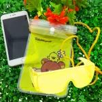 ซองกันน้ำมือถือลายการ์ตูน คุมะ คู่ แว่นตากันน้ำ สีเหลือง