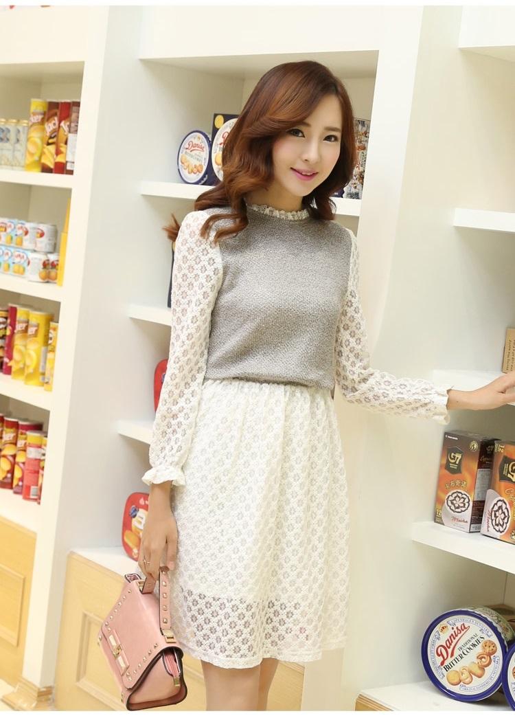 ชุดเดรสน่ารัก ตัวเสื้อผ้าถัก สีเทาน้ำตาล แขนยาว แขนเสื้อและกระโปรงผ้าลูกไม้สีขาว