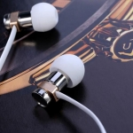 หูฟัง remax สมอลทอร์ค RM-565i สีขาว