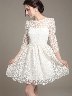 ชุดเดรสออกงาน ผ้าไหมแก้ว organza สีขาว ปักด้วยด้ายลายดอกไม้ สีขาว สวยมากๆ