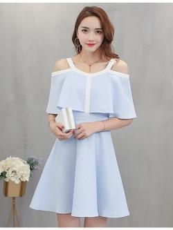 ชุดเดรสสั้น ผ้าคอตตอนมีลายเส้นในตัวสีฟ้า เปิดไหล่ สายรอบไหล่สีขาว