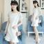 ชุดเดรสสีขาว ตัวเสื้อผ้ารูปดอกกุหลาบสามมิติ ลายนูนออกมาจากตัวชุดสีขาว thumbnail 1