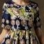 ชุดเดรสสุดหรู ผ้าซาตินเนื้อเงา พื้นสีน้ำเงิน ลายรูปเหรียญหน้าคน และดอกไม้โทนสีชมพู thumbnail 6